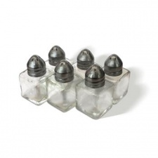 Salero vidrio con tapa de metal. Set x 6 piezas.